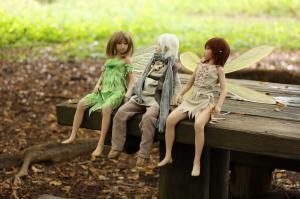 枯葉降る 公園のベンチにて